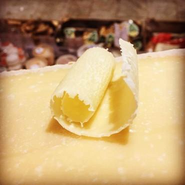 Papilles har över 100 ostar i sitt sortiment