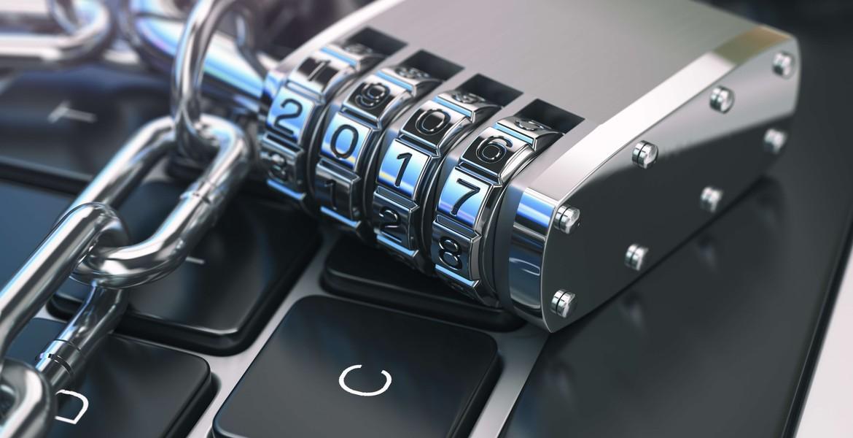 Dator med lås för att illustrera vikten av internetsäkerhet.