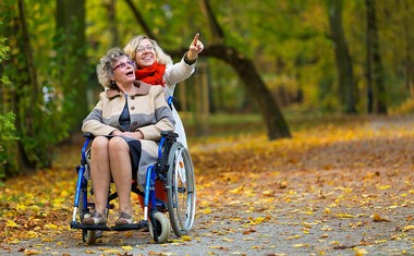 Äldreomsorg med ledsagning
